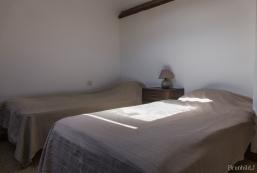 Bedroom 3, 2 x single beds